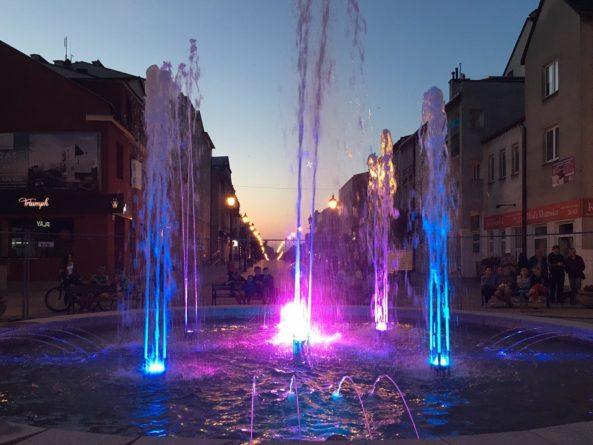 Wieczorem uruchomienie fontanny na ulicy Warszawskiej