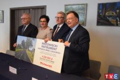 Podpisanie umów na przebudowę dróg powiatowych