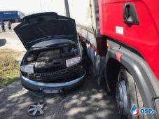 Wypadek z udziałem samochodu ciężarowego i osobówki