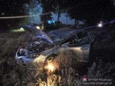 Wypadek samochodu osobowego z kombajnem zbożowym