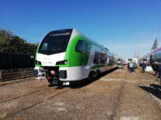 Pierwszy nowy elektryczny zespół trakcyjny typu FLIRT dla Kolei Mazowieckich