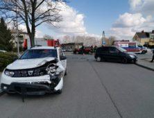 Zdarzenie drogowe w Ciechanowie przy ul. Sońskiej. Jedna osoba została zabrana do szpitala