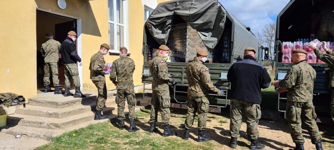 Terytorialsi pomagają w Regiminie i Chorzelach [FOTO]