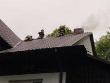 Pożar sadzy w kominie w budynku jednorodzinnym