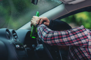 Nietrzeźwy kierowca spowodował kolizję i uciekł z miejsca zdarzenia