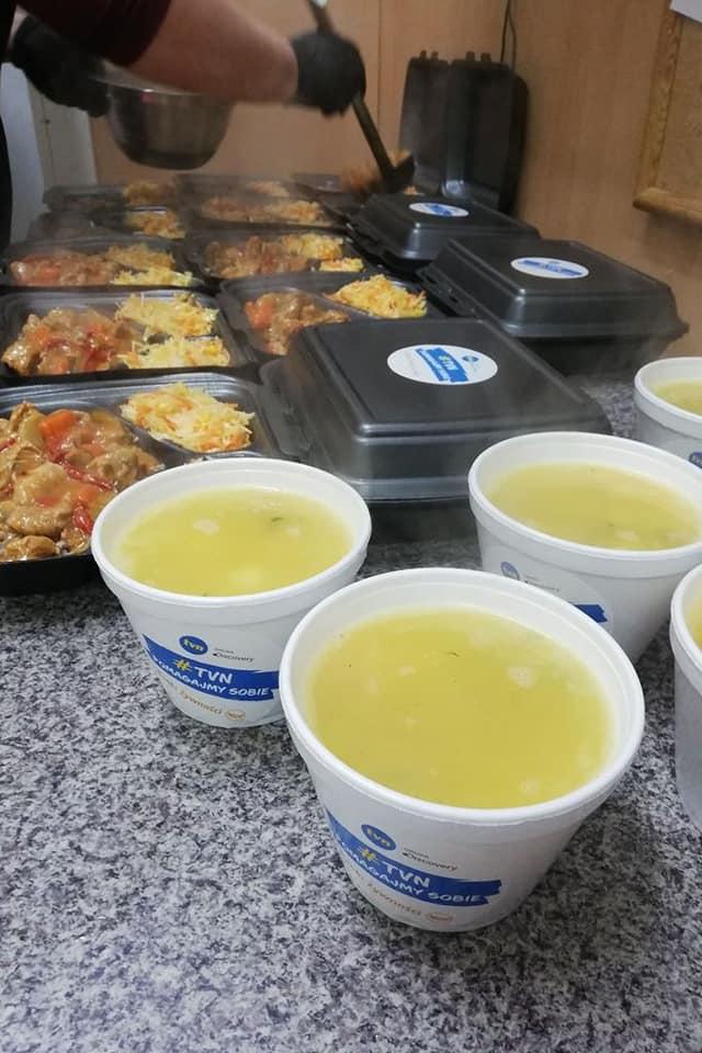 Pomoc w trakcie pandemii dla mieszkańców gminy Ciechanów od Banku Żywności w Ciechanowie w ramach akcji TVN #Pomagajmysobie