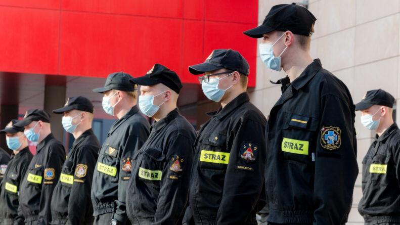 Strażacy ratownicy medyczni delegowani do Centralnego Szpitala Klinicznego MSWiA