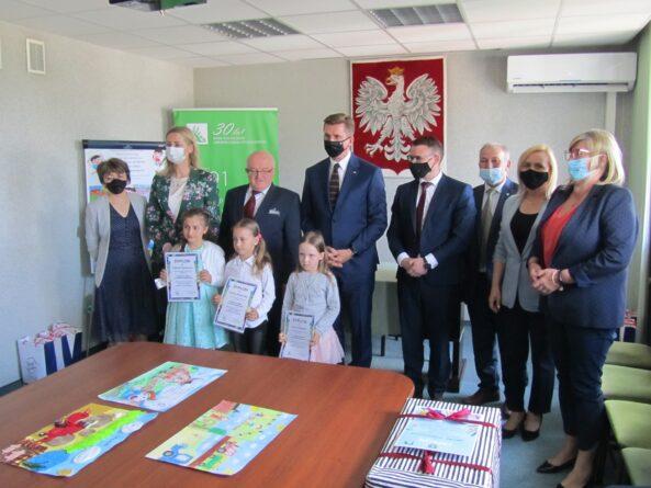 Rozdanie nagród: ,, Bezpiecznie na wsi mamy - od 30 lat z KRUS wypadkom zapobiegamy''!