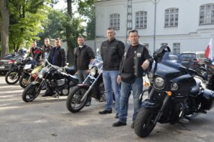 Święto 5 Mazowieckiej Brygady Obrony Terytorialnej z motocyklami w tle