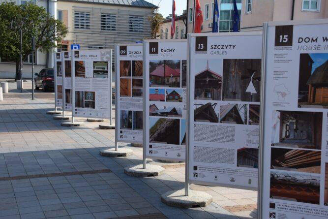 Zapomniane dziedzictwo drewnianej architektury na wystawie plenerowej