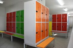 Nowe szafki dla uczniów w kolejnej szkole